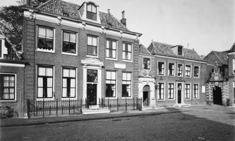 Oude Vrouwenpoort, Kerkplein